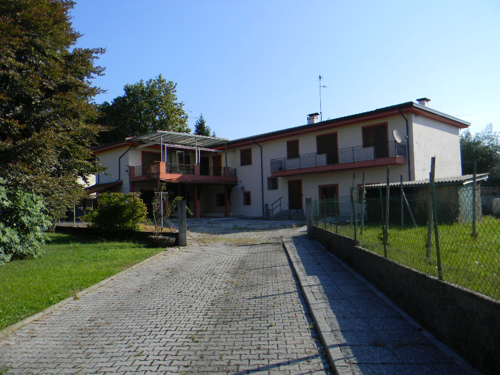 Casa singola maniago pn 1122 for Piani casa ranch con cantina