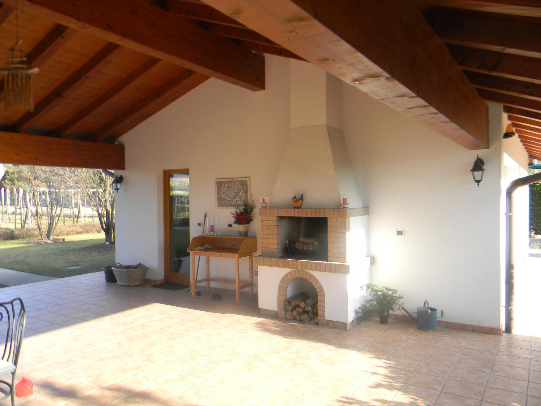 Casa singola con giardino arba 1019 for Foto case con giardino