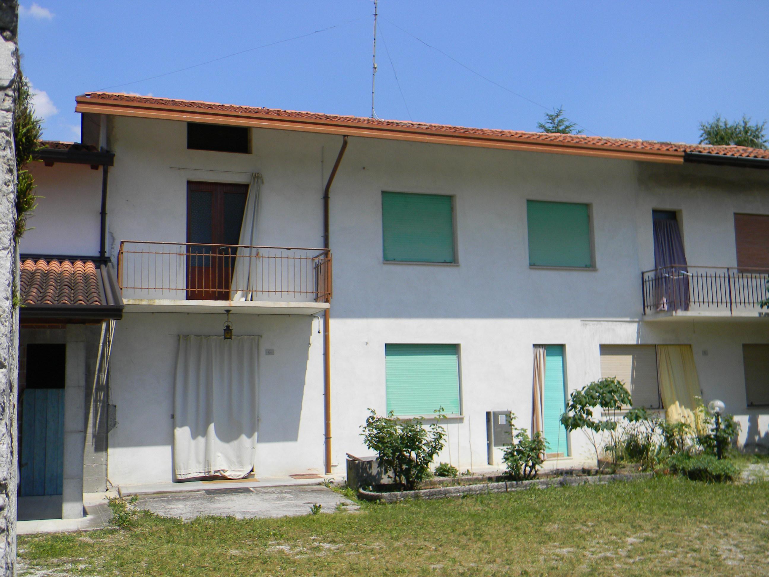 Casa contigua montereale valcellina 29 for Piani di casa 700 piedi quadrati