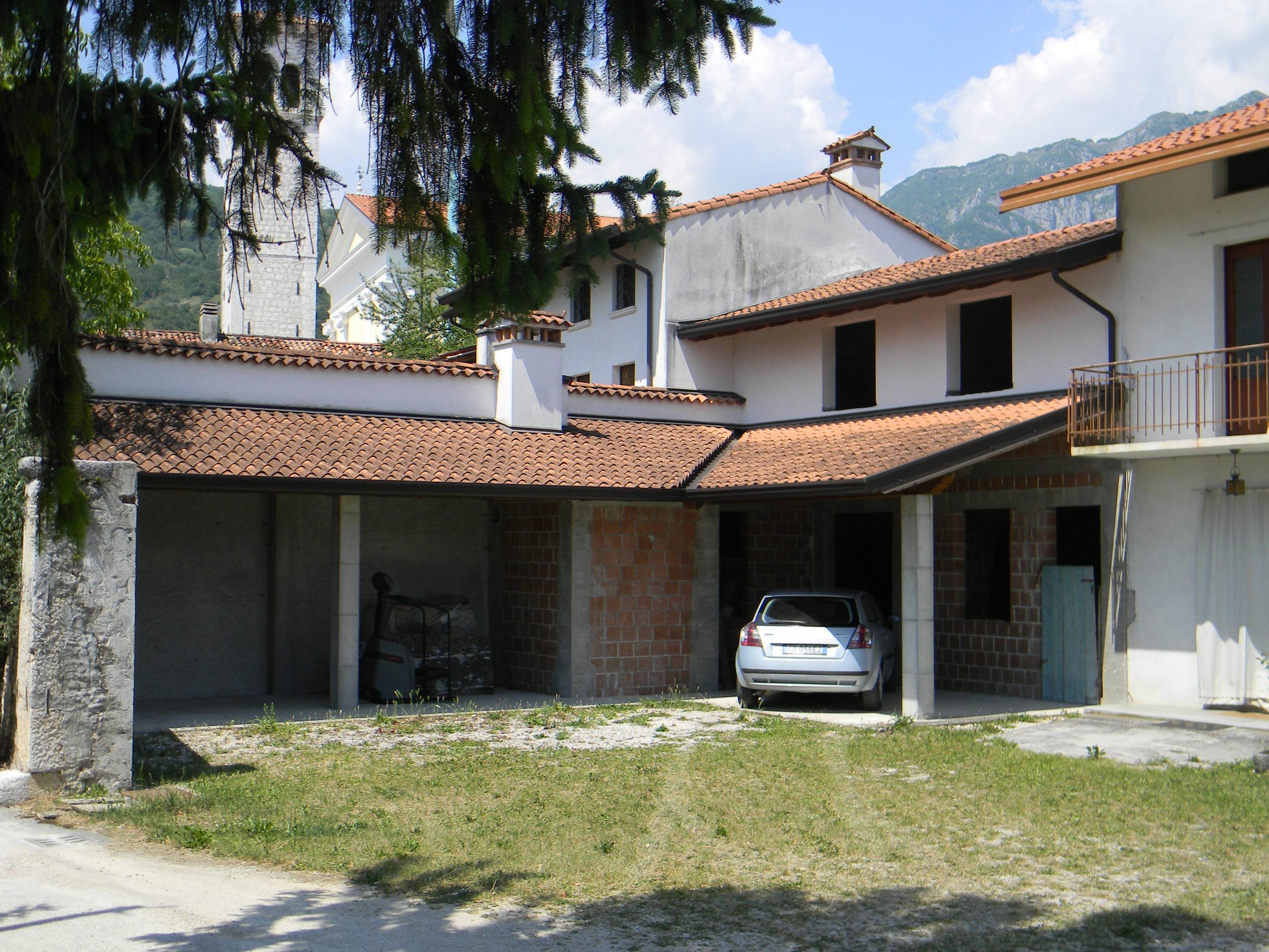 Casa contigua al grezzo montereale valcellina pn 29 for Distaccato due piani di garage per auto