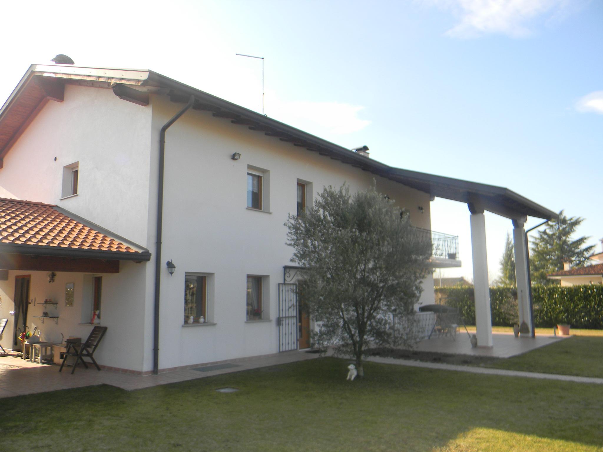 Casa singola con giardino arba 1019 for Piano terra con 3 camere da letto con dimensioni pdf