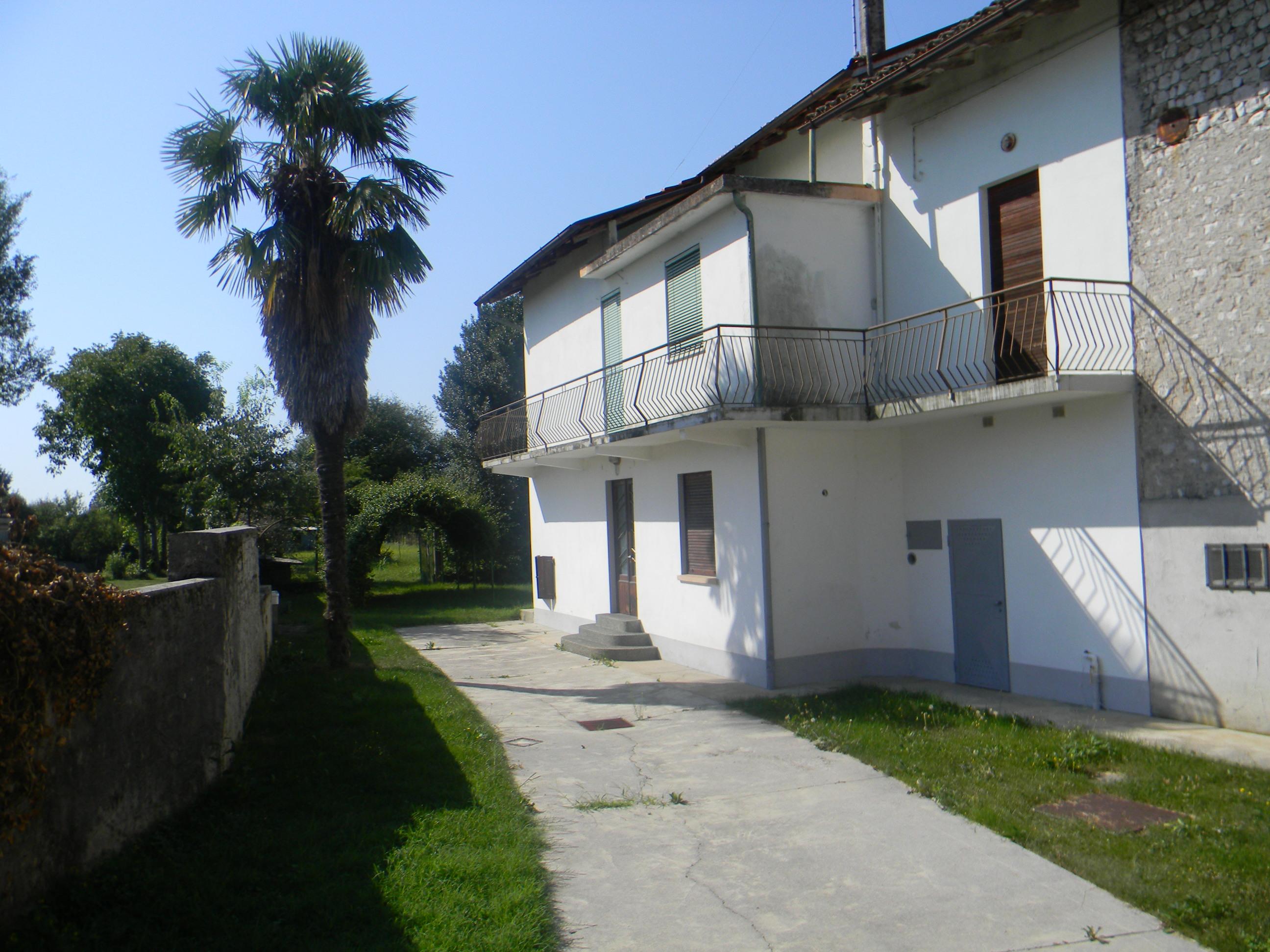 Casa contigua da ristrutturare arba pn 33 for Piani di casa con guest house annessa